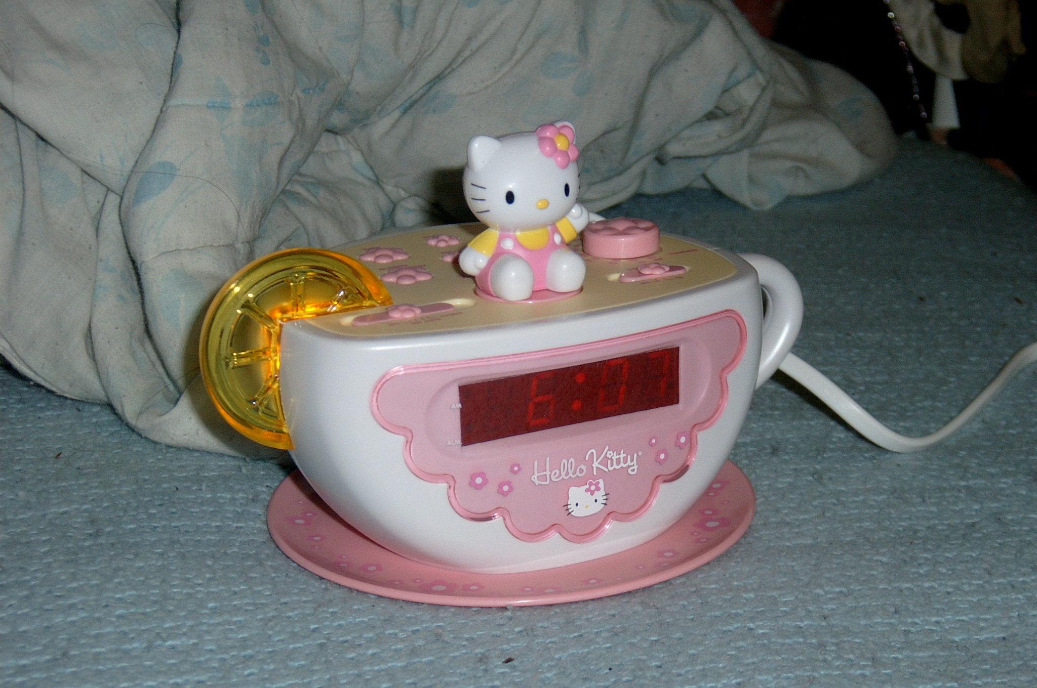 Herro Kitty Teacup Clock
